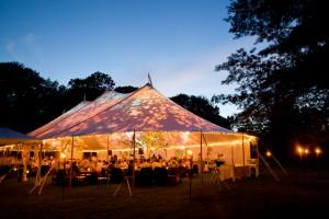 Waarom feesten in een tent zo hip is